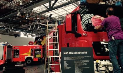 Montage Feuerwehrauto